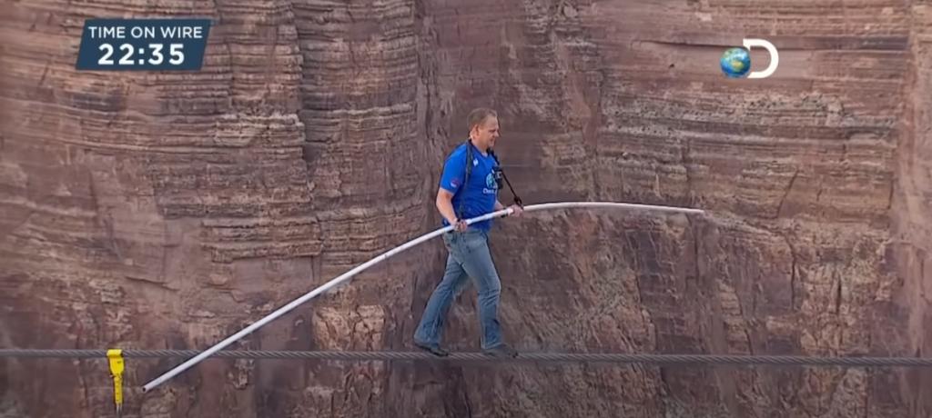 Ник Уаленда преминава по въже над Гранд Каньон - Дани Пенев