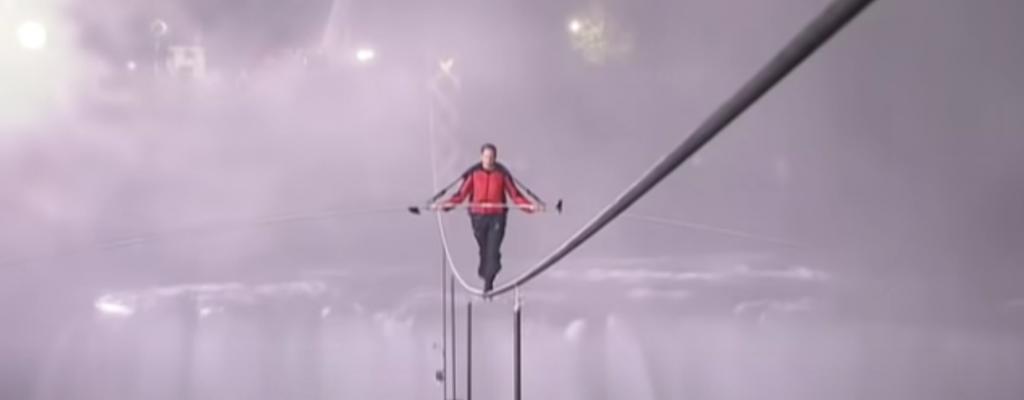 Ник Уаленда преминава по въже над Ниагарския водопад - Дани Пенев